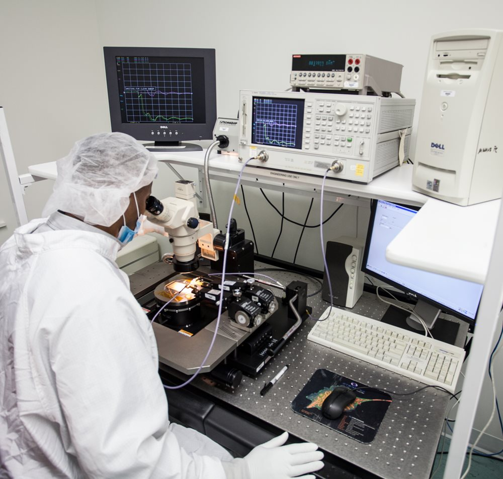 On-Chip Testing of EO Modulators
